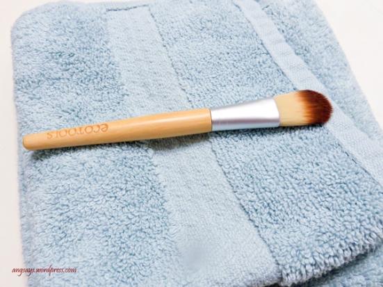 clean-dirty-makeup-brush