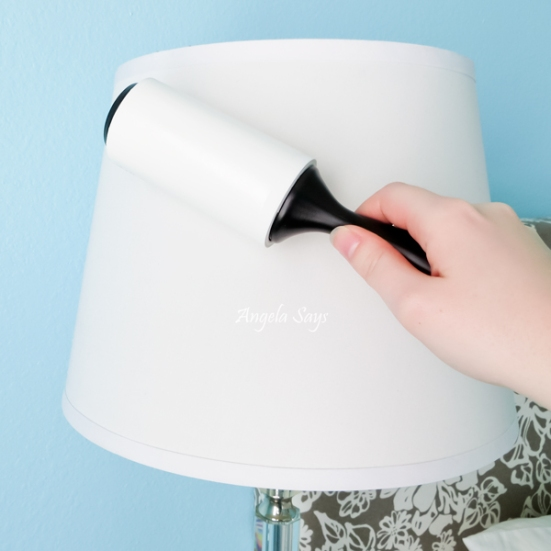 cleaning-a-lampshade